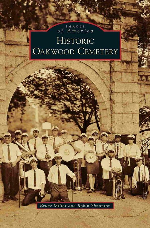 Historic Oakwood Cemetary,9781467126588